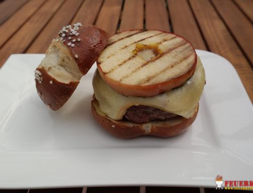 Cheeseburger mit gegrillten Apfelscheiben