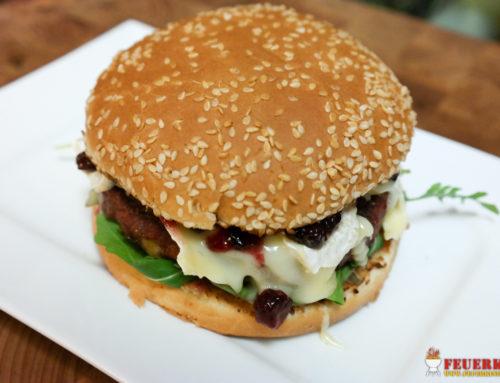 Preiselbeer-Camembert-Burger